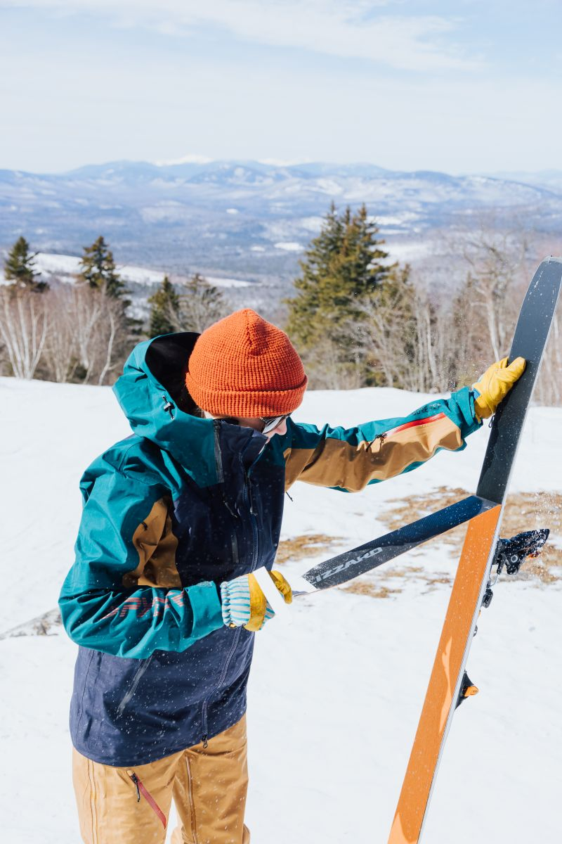 what to wear when skiing gloves