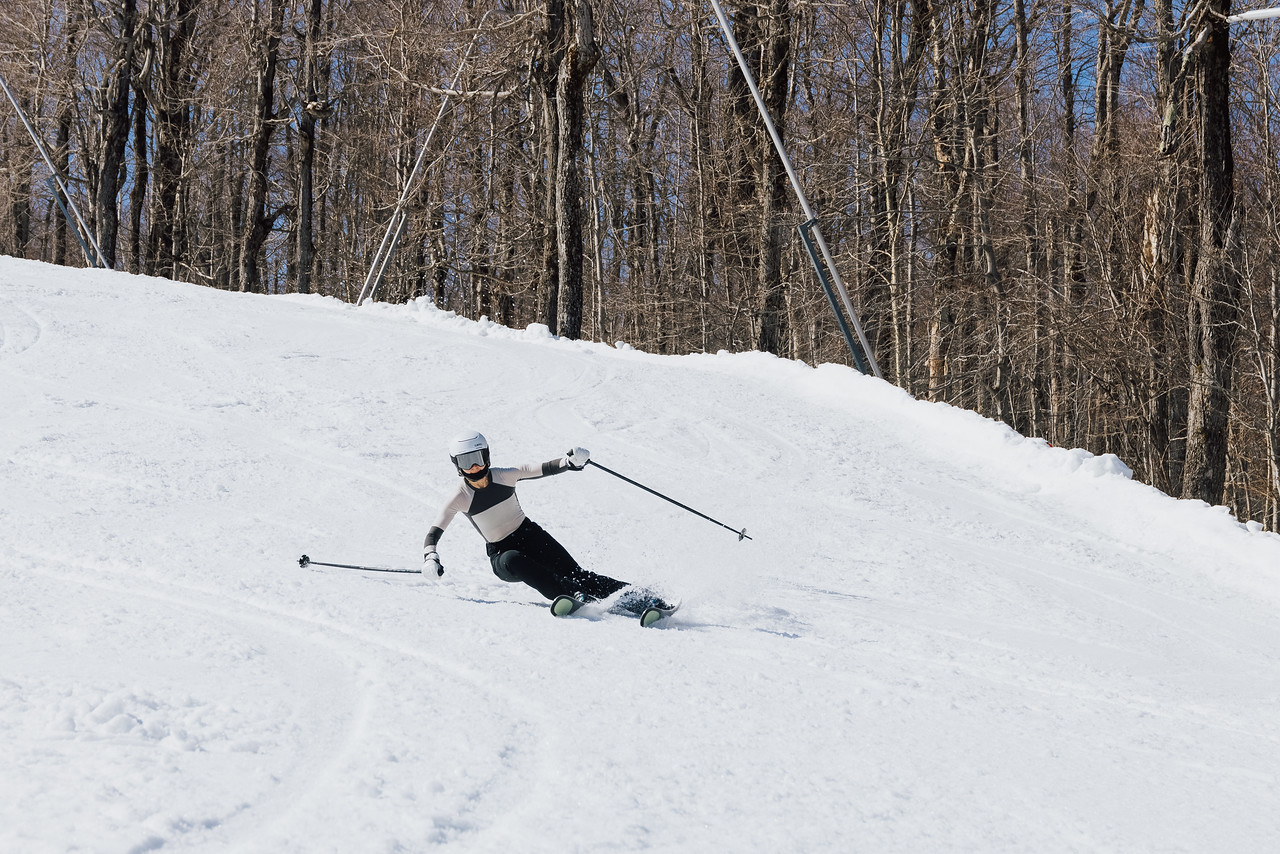 what to wear skiing pants